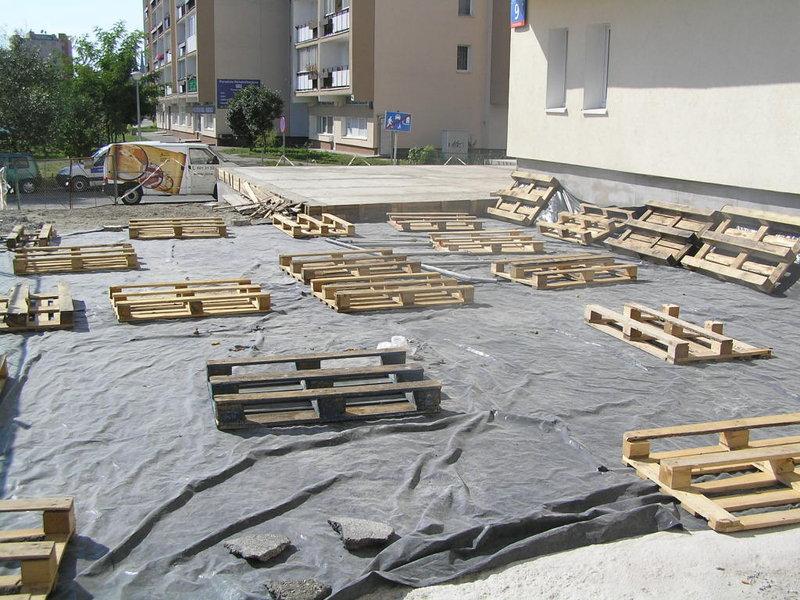 Na Białostockiej 9 trwa remont tarasu