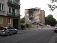 Zawalił się fragment kamienicy przy Kawęczyńskiej 67